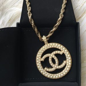 Authentic BNIB CHANEL gold and pearl necklace